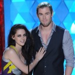 movies_kristen_stewart_chris_hemsworth_mtvma_2012