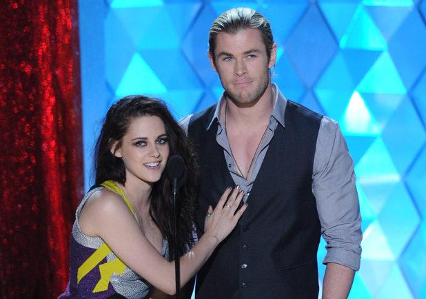 """CHRIS HEMSWORTH: Feels """"Sorry"""" for Kristen Stewart's Fame"""